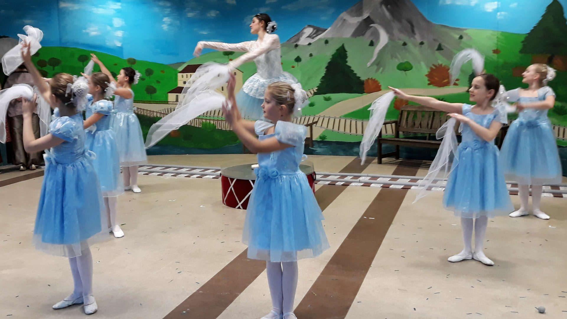 Wir tanzen bei Lolas Kindertheater
